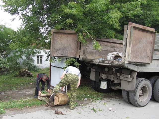 vyvoz-stroitelnogo-musora-s-zagorodnogo-doma Собрать и вынести остатки строительных материалов на даче на ближайшую мусорку